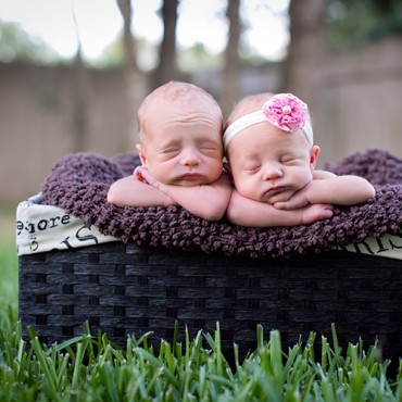 Savvy Images Twin Newborn Photographer Featured