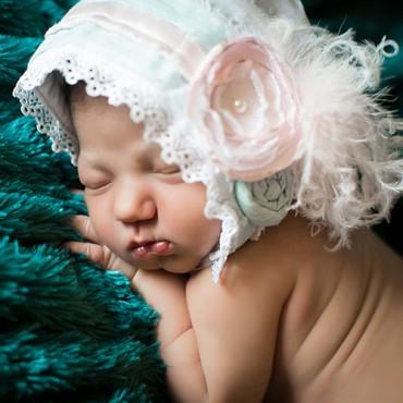 Savvy Images Newborn Photo Featured