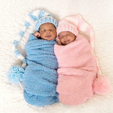 Savvy Images Twins Newborn Photos Featured